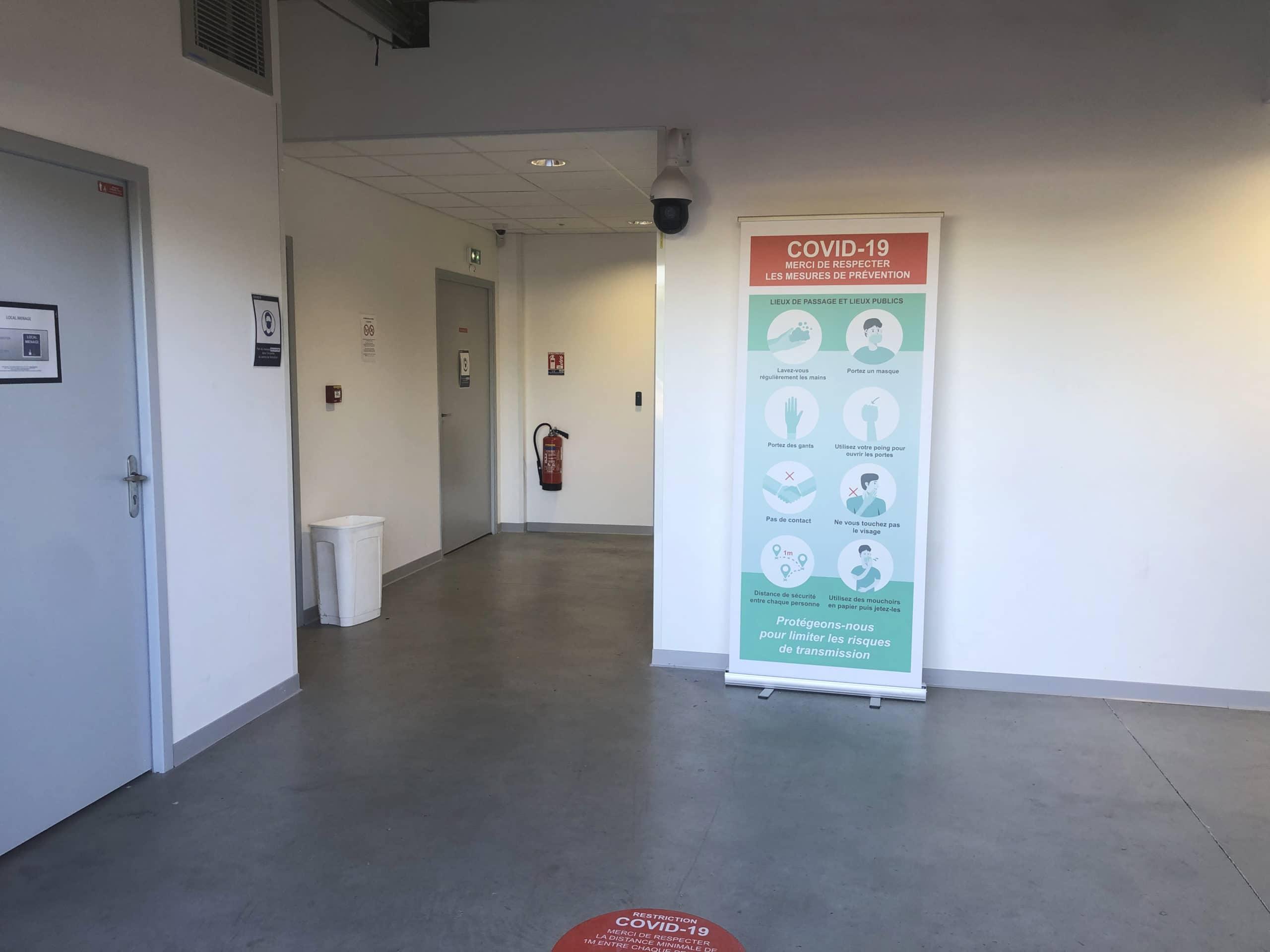 Salle de formation sur Toulouse affiche mesures sanitaire